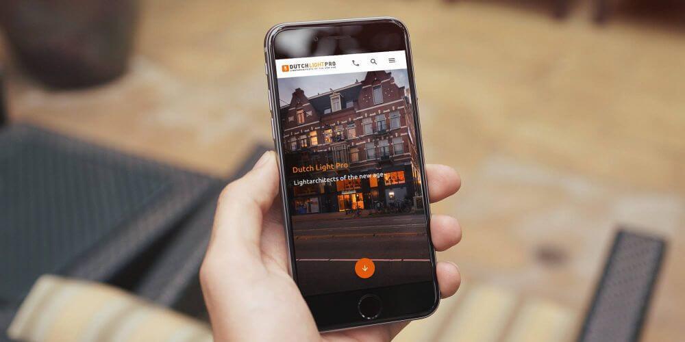 Lichtarchitecten website op mobiel
